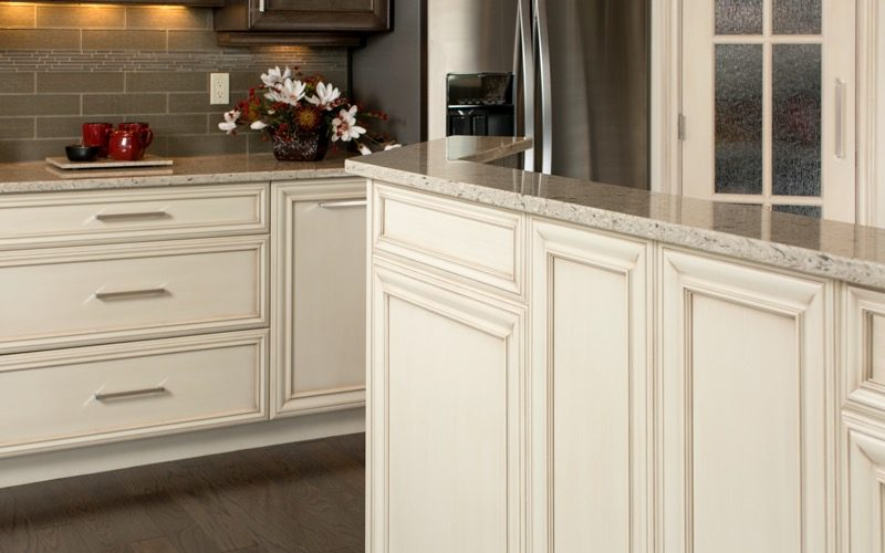 Interior design kelowna finishing details creative for Kitchen cabinets kelowna